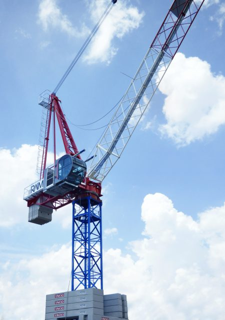 The new LR213 luffing crane erected at Raimondi headquarters in Italy.