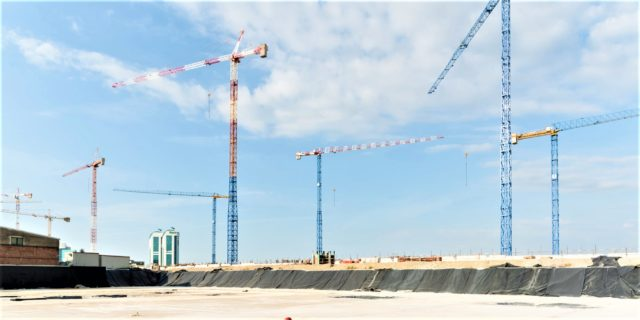 Lectura: Assistedile to erect a total of nine Raimondi cranes on premier Milan jobsite
