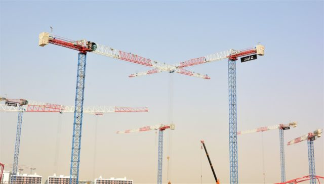 Raimondi Middle East installs 11 topless tower cranes at Aljada by Arada